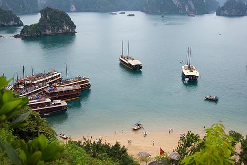 ha_long_bay_vietnam.jpg