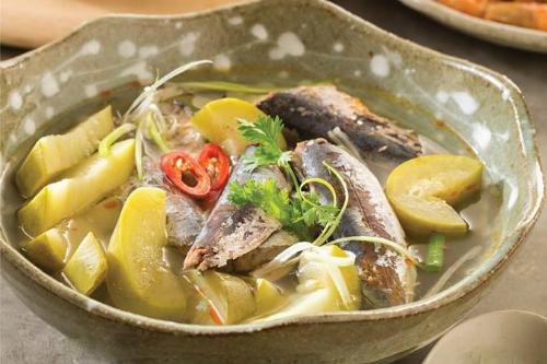 cá nục nấu bầu chua