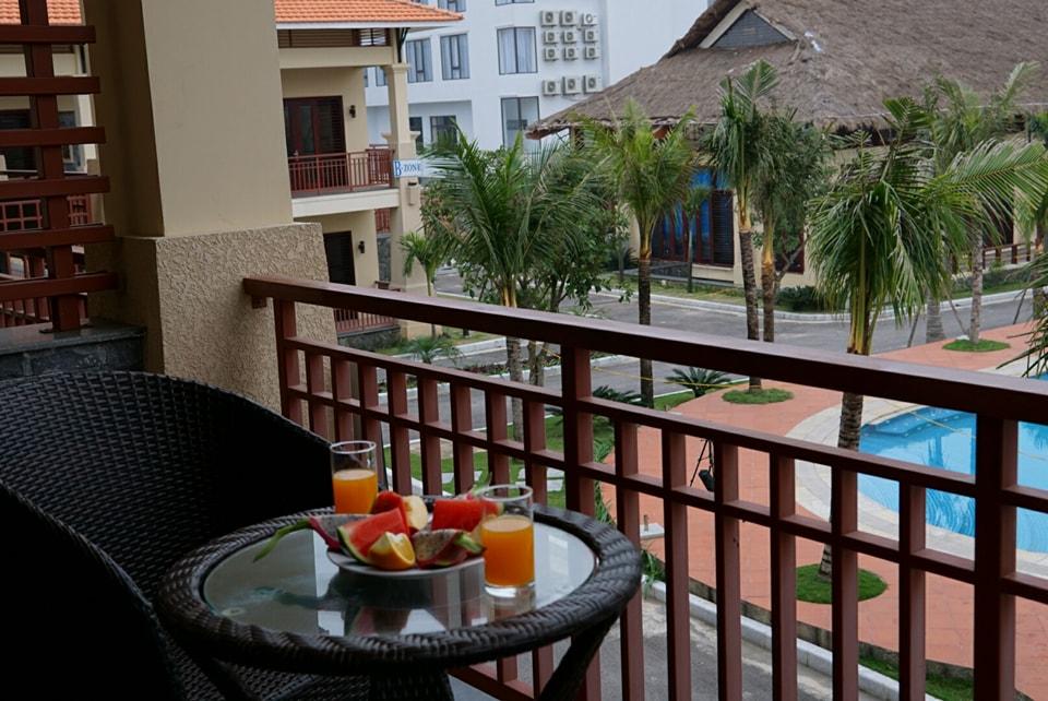 Các khách sạn Quảng Bình 3 sao thường có bê bơi và ăn sáng miễn phí tại khách sạn