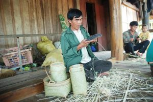 Vấn đề liên kết giữa làng nghề truyền thống và doanh nghiệp lữ hành du lịch để phát triển bền vững.