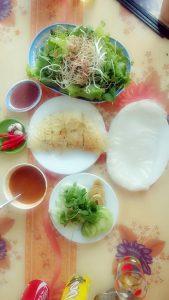 Đặc sản bánh khoái đường Cô Tám Quảng Bình