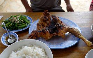 Gà nướng thần thánh của Việt Nam trong mắt khách Tây