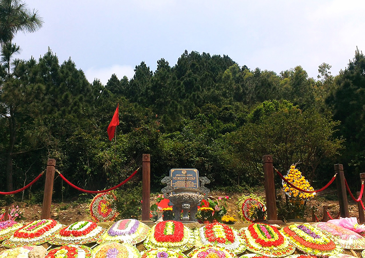 Viếng mộ Đại tướng Võ Nguyên Giáp – Động Phong Nha 1 ngày
