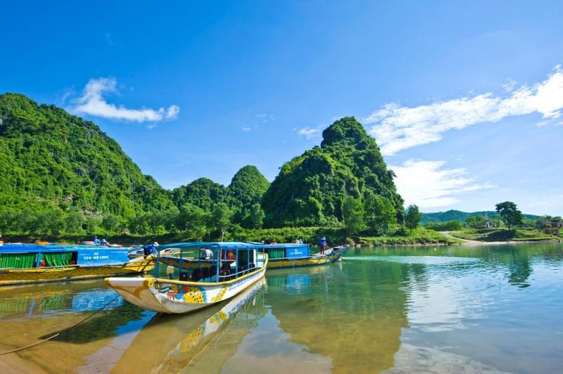 Bến Thuyền Phong Nha trên Sông Son
