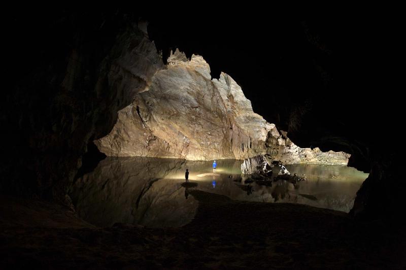 Xuyên sơn Hồ khám phá Phong Nha 4500m