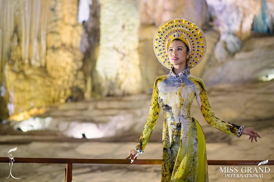 Hoa hậu hòa bình thế giới chụp ảnh tại Động Thiên Đường