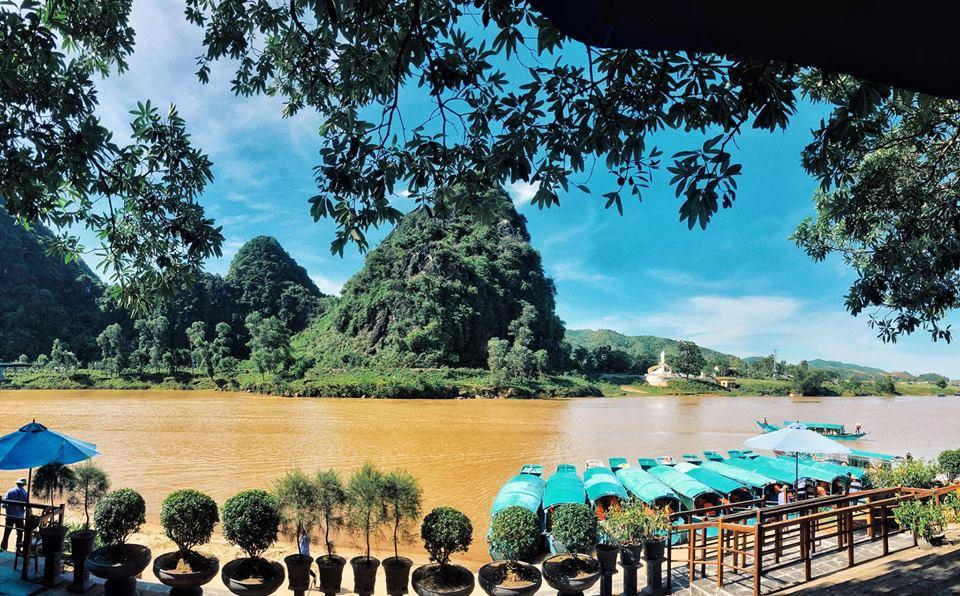 Dòng nước Sông Son tại Phong Nha Kẻ Bàng biến đổi vào những ngày mưa