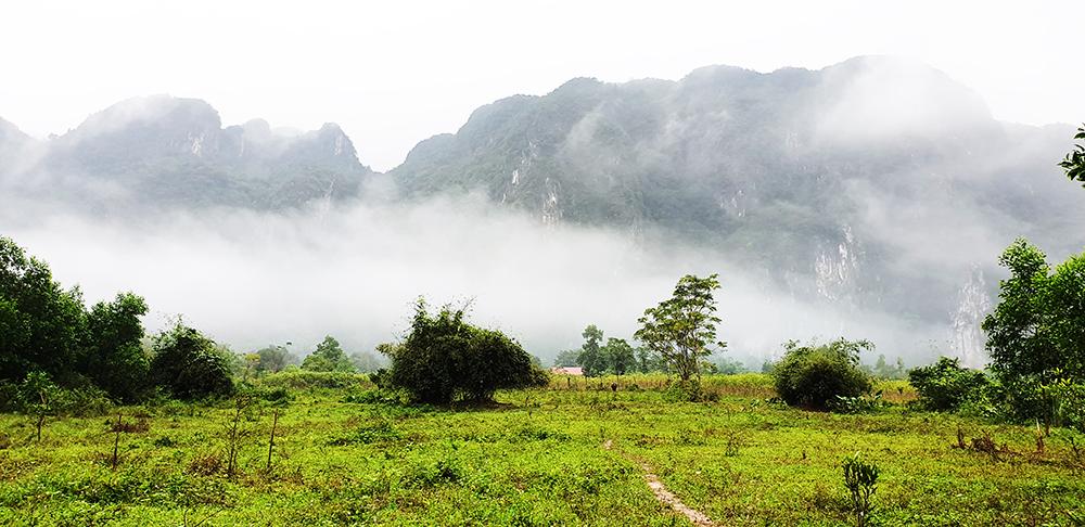 Sương mờ sáng sớm tại Bản