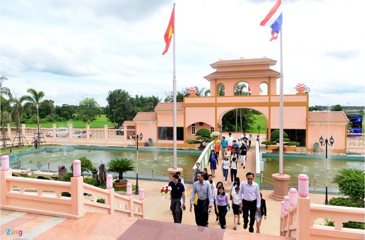 Làng hữu nghị việt thái - điểm đến trong tour du lịch Lào Thái Lan