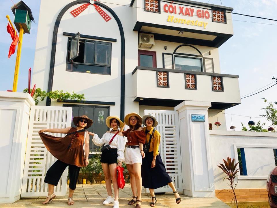 Những cô gái xinh xắn đến nghỉ dưỡng tại Cối xay gió Homestay