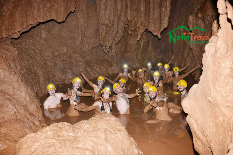 tắm bùn Hang Tối