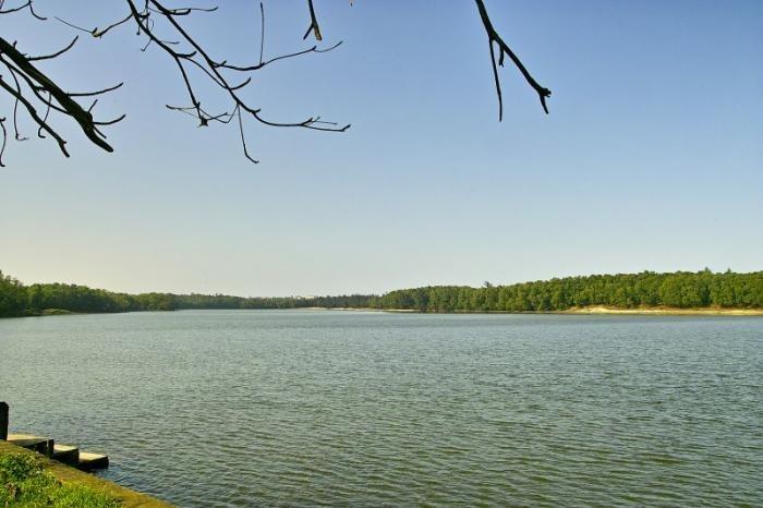 Hồ Bàu Tró tọa lạc tại thành phố Đồng Hới- Nguồn Internet