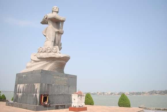 Tượng đài Mẹ Suốt- Du lịch Quảng Bình