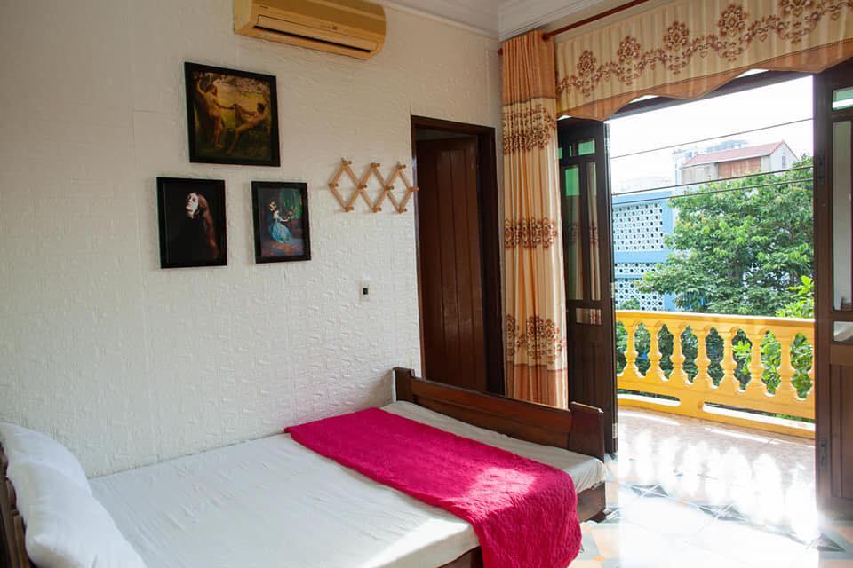 Phòng sạch sẽ, gọn gàng, đặc biệt là có ban công rất đẹp- Nguồn Sunday Hostel.
