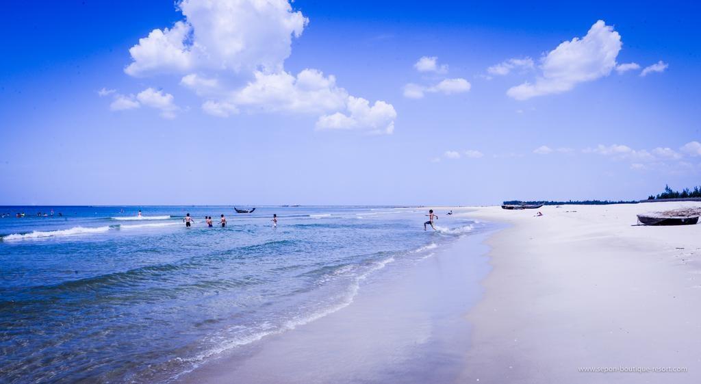 Biển cửa Tùng Quảng Trị