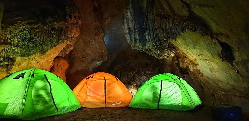 Lều, thảm là những vật dụng cần thiết khi đi cắm trại- Nguồn Netin travel
