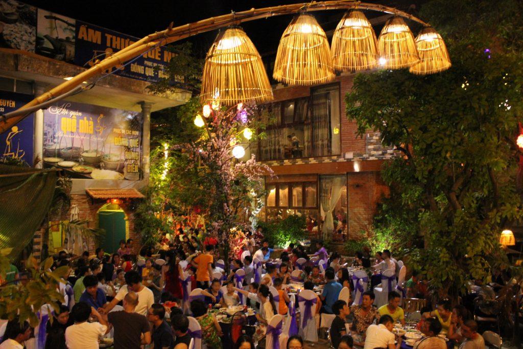 Nhà hàng Quê Nhà Quảng Bình với nét cổ xưa nhưng không kém phần sang trọng