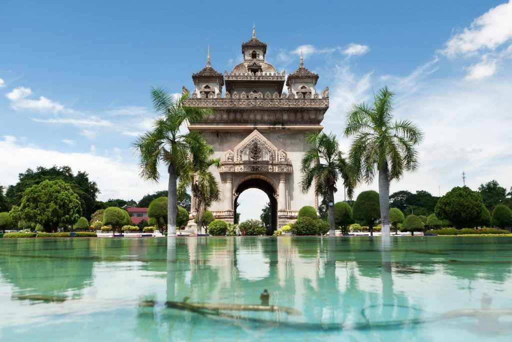 Tượng đài Patuxay - điểm đến trong tour du lịch Lào Thái Lan