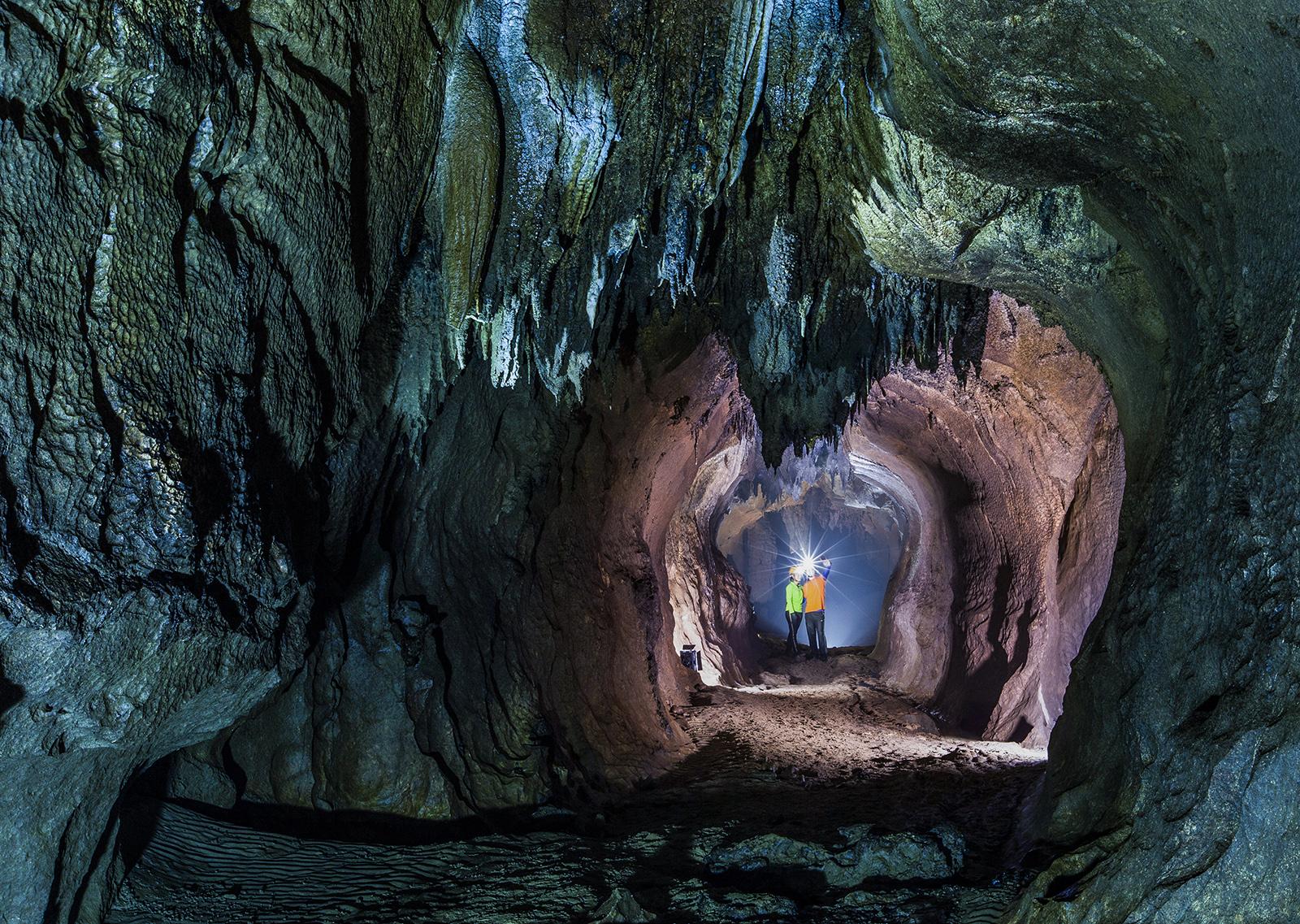 Hệ thống hang động hấp dẫn tại Lệ Thủy và Quảng Ninh