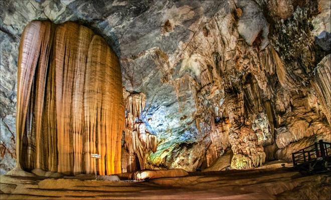 Cổ tích đá ở động Thiên Đường - Quảng Bình Travel