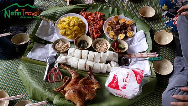 Ăn trưa tại sông Chày hang Tối