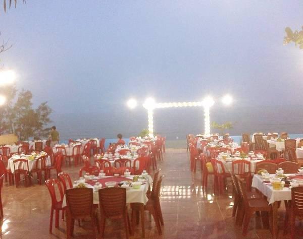 Nhà hàng Cánh Buồm Đỏ