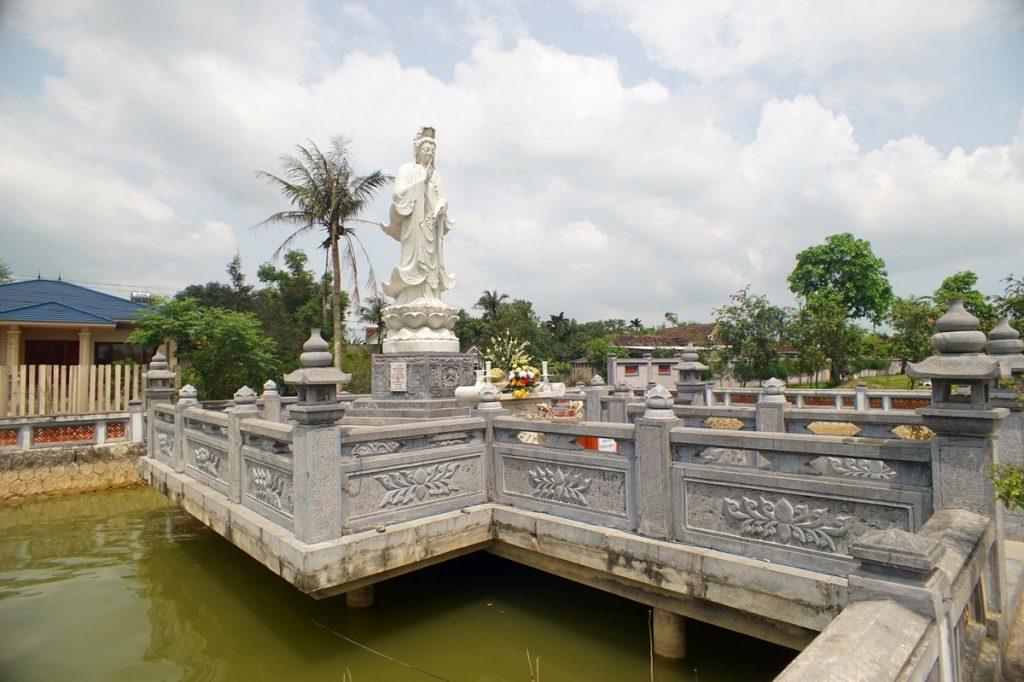tượng quan thế âm bồ tát trong chùa hoằng phúc
