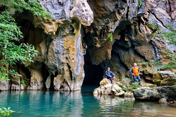 Thung lũng Sinh Tồn – Hang Thủy Cung - điểm du lịch khám phá ở Quảng Bình