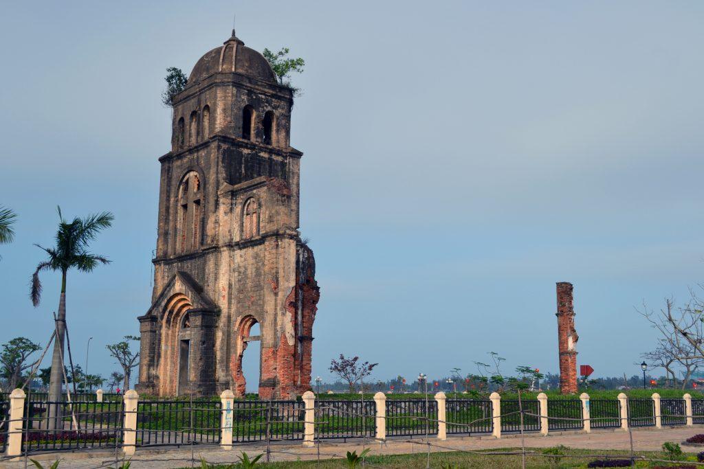 Nhà thờ tam tòa