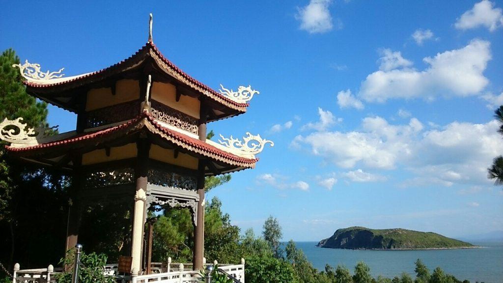 Vũng Chùa Đảo Yến - Điểm du lịch tâm linh thu hút du khách khi tới du lịch Quảng Bình