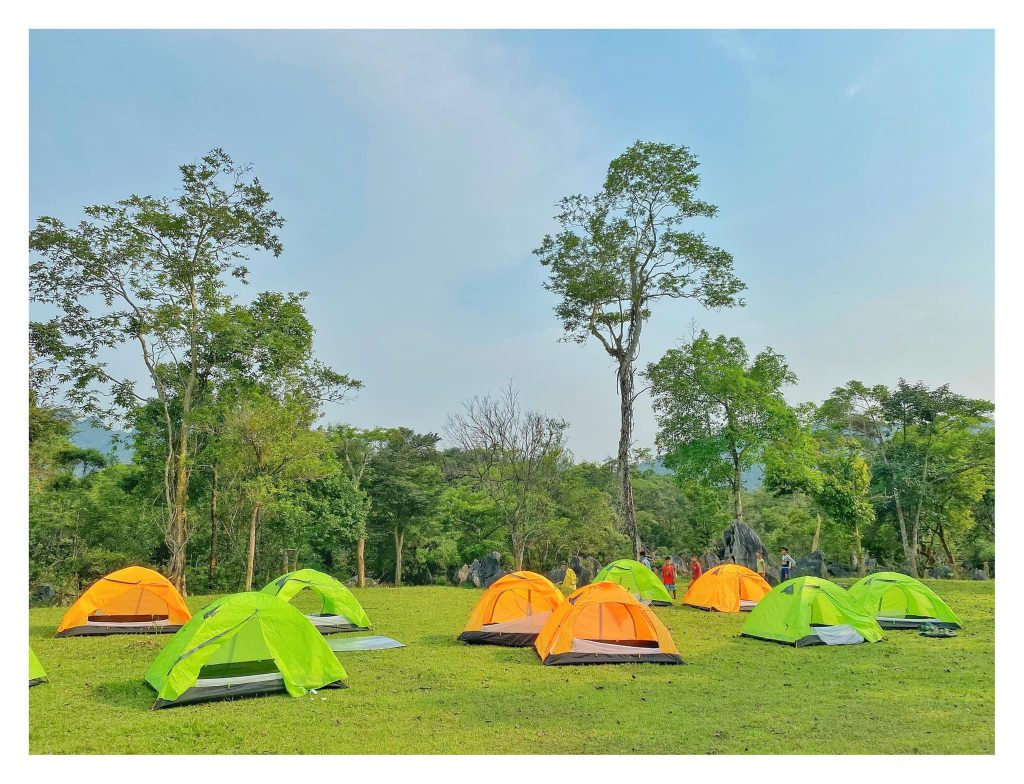 Cắm trại qua đêm tại thung lũng tình yêu