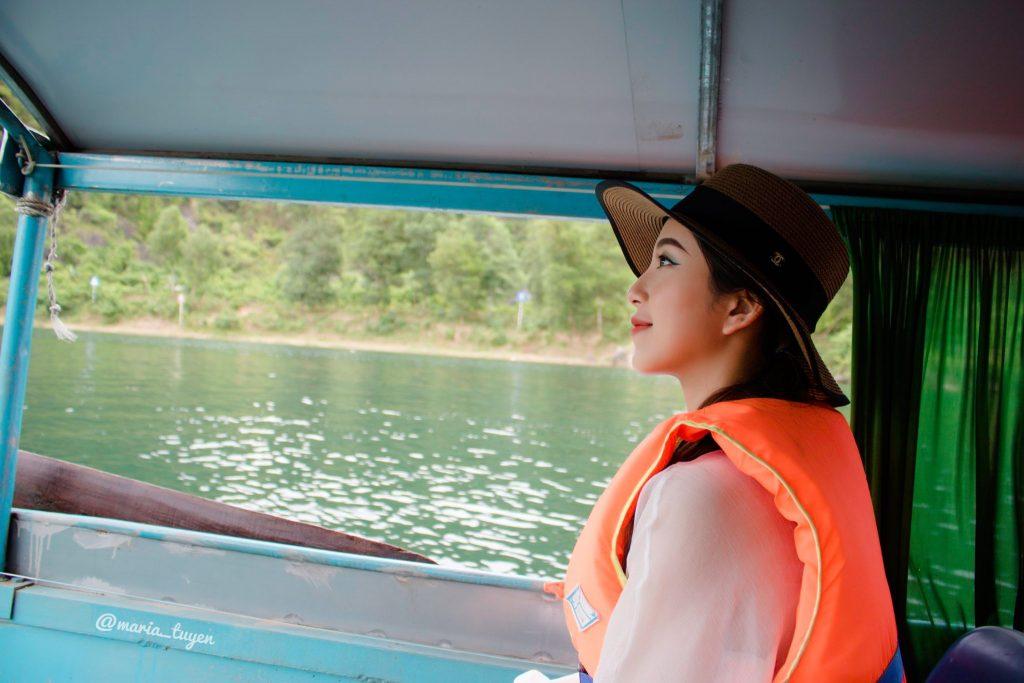 Thuyền vào Động Phong Nha