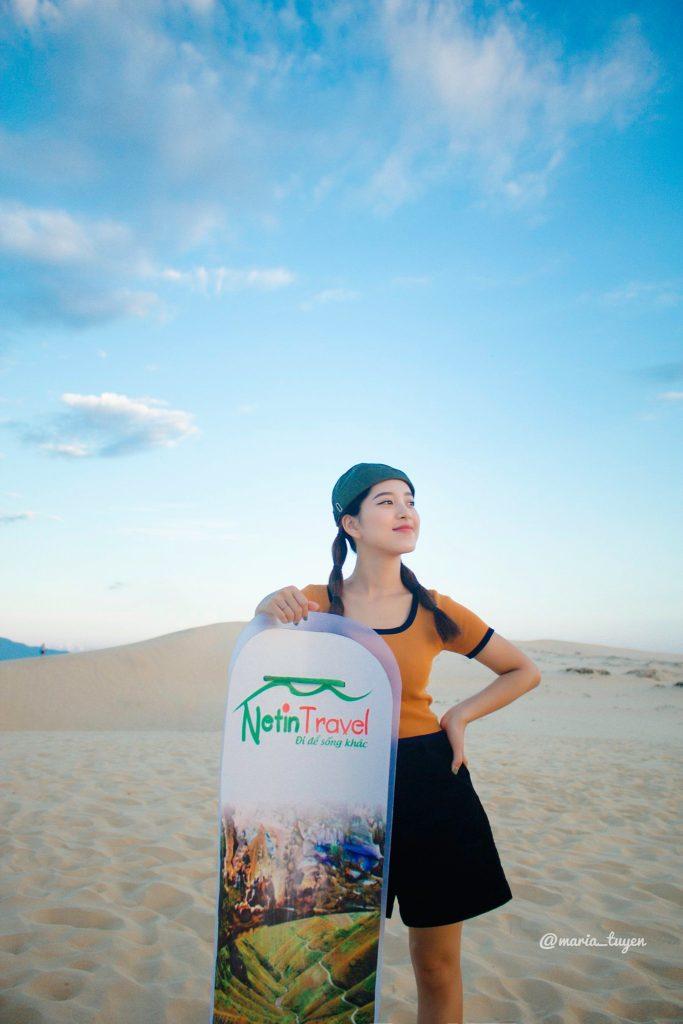 Trượt cát tại Đồi cát Quang Phú