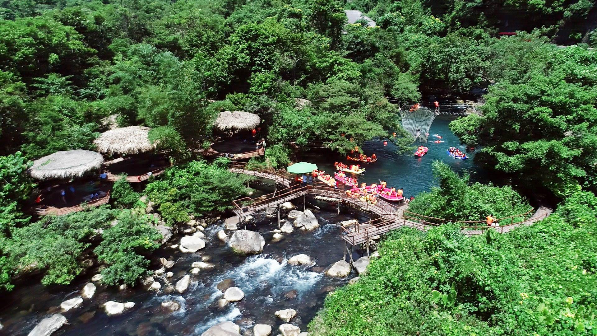 Suối Nước Moọc tại Phong Nha Kẻ Bàng